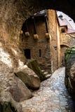 Passage under bron i den Czocha slotten i Polen royaltyfria foton