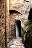 Passage under bron i den Czocha slotten i Polen royaltyfri bild