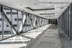Passage vitré entre les bâtiments Photo stock