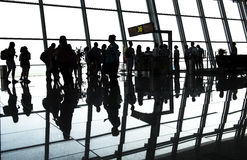 Passageiro da silhueta no aeroporto imagens de stock royalty free