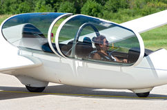 Passageiro do planador na cabina do piloto Imagens de Stock