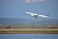 Passageiro Jet Leaves Vancouver de Air Canada Fotografia de Stock Royalty Free