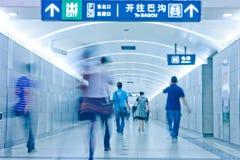 Passageiro na canaleta da estação de metro Fotos de Stock Royalty Free