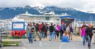 Passageiros das excursões dos fiordes de Alaska Seward Kenai Imagens de Stock