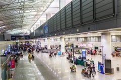 Passageiros no aeroporto de Guangzhou (Baiyun) Fotografia de Stock