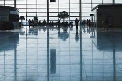 Passageiros no aeroporto de Shanghai Pudong Fotografia de Stock
