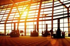Passageiros no aeroporto de Shanghai Pudong Fotos de Stock