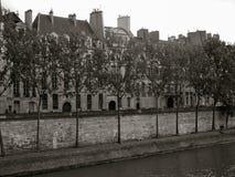 Passagem ao longo de Seine River Paris Fotos de Stock Royalty Free