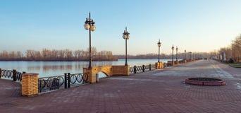 Passagem ao longo do rio de Dnieper fotografia de stock royalty free
