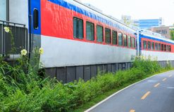Passagem ao longo do trem no rairoad interrompido imagem de stock royalty free