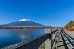 Passagem ao Mt Fuji no lago Yamanaka, Japão Fotografia de Stock