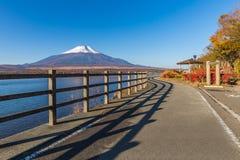 Passagem ao Mt Fuji no lago Yamanaka, Japão Foto de Stock