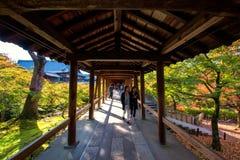 Passagem bonita com cores da queda, Kyoto Imagem de Stock