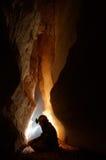 Passagem da caverna com um caver imagens de stock royalty free