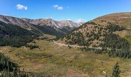 Passagem da independência nas montanhas rochosas fotos de stock royalty free