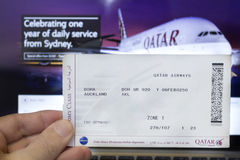 Passagem de embarque de Qatar Airways Fotografia de Stock Royalty Free