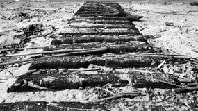 Passagem de madeira em um Sandy Beach Foto de Stock Royalty Free