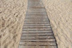 Passagem de madeira na praia Mar Báltico Imagem de Stock Royalty Free