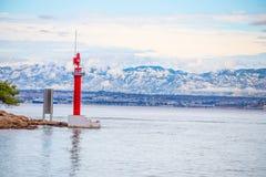 A passagem de Mala Proversa entre Dugi Otok e as ilhas de Kornati/as ilhas vermelhas Kornati Croatia/do farol fotos de stock