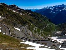 Passagem de montanha alpina fotografia de stock royalty free
