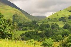 Passagem de montanha do distrito do lago, Cumbria imagem de stock