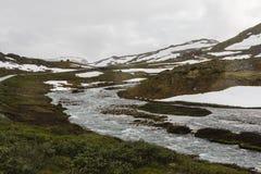 Passagem de montanha em Noruega. imagens de stock royalty free