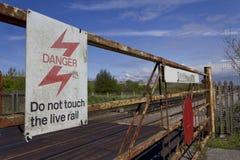 Passagem de nível oxidada pela linha railway Imagens de Stock Royalty Free