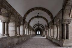 A passagem de pedra famosa do túnel e do turista em Buda fortifica Imagem de Stock