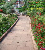 Passagem de pedra no jardim Fotos de Stock Royalty Free