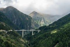 PASSAGEM DE SIMPLON, SWITZERLAND/EUROPA - 16 DE SETEMBRO: Vista do imagens de stock