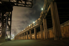 Passagem do molhe em a noite Imagem de Stock
