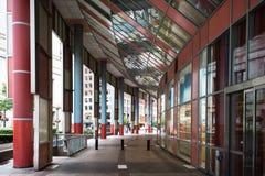 Passagem em James R Thompson Center, Chicago fotografia de stock
