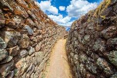 Passagem estreita nas ruínas Foto de Stock Royalty Free