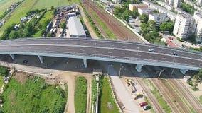 Passagem moderna sobre a estrada de ferro, Ploiesti, Romênia video estoque