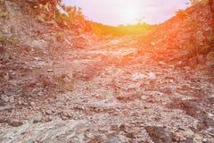 Passagem na montanha de pedra na natureza com tom da luz do por do sol Imagens de Stock