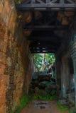 A passagem no templo de Preah Khan imagens de stock royalty free