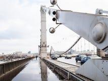 Passagem pedestre da ponte de Krymsky em Moscou foto de stock