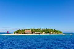 Passagem pela ilha do vagabundo de praia em Fiji fotografia de stock royalty free