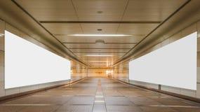 Passagem subterrânea com a parede vazia da propaganda do quadro de avisos Fotos de Stock Royalty Free