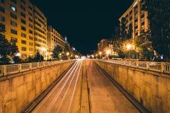 A 16a passagem subterrânea da rua na noite, em Scott Circle, em Washingt Foto de Stock