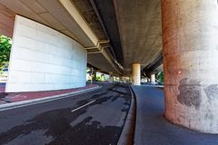 Passagem superior concreta suburbana, Sydney, Austrália Imagens de Stock