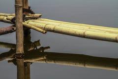 Passagem superior pedestre feita do bambu imagens de stock royalty free