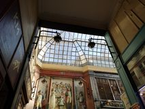 Passagens cobertas de Paris, França Passagem Jouffroy imagem de stock