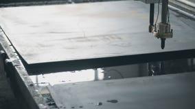 Passagens do corte do plasma do CNC da máquina ao longo do video estoque