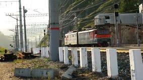 Passagens do trem de mercadorias pela montanha filme