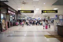 Passager à l'intérieur de terminal international de Chiang Mai Internatio Photographie stock libre de droits