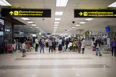 Passager à l'intérieur de terminal international de Chiang Mai Internatio Photos stock