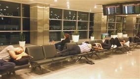 Passager attendant le vol banque de vidéos