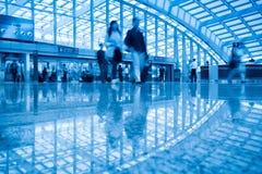 Passager dans l'aéroport de capital de Pékin Images stock