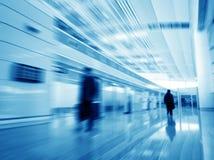 Passager dans l'aéroport de Changhaï Pudong Photo stock